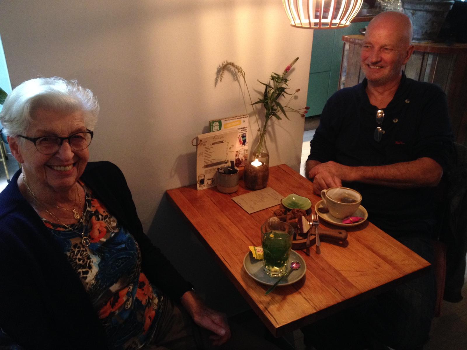Ontmoeting-Mw-Huyboom-met-Jos-Tukker-bij-Nissa-Cafe-26okt2019