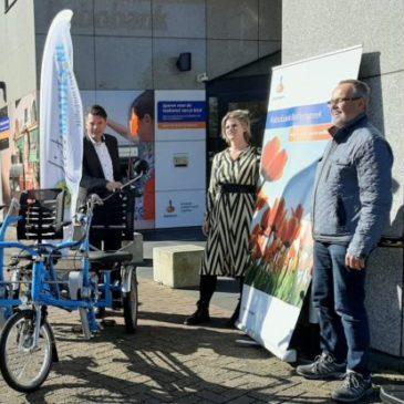 Rabobank Bollenstreek doneert nieuwe duofiets