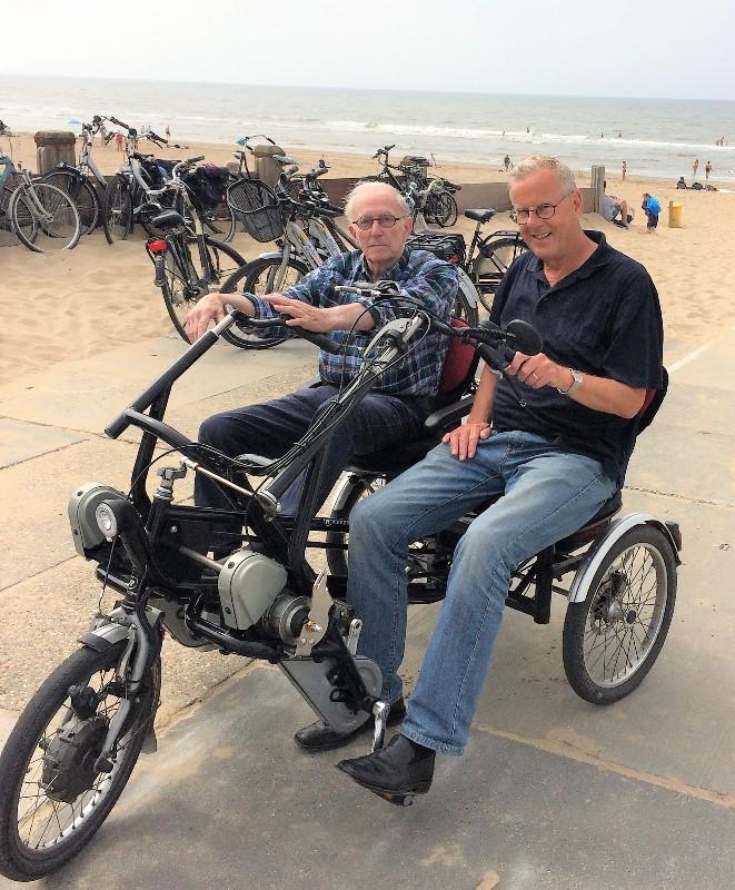De heer Willem Meyer en Joop den Blanken bij Noordwijk